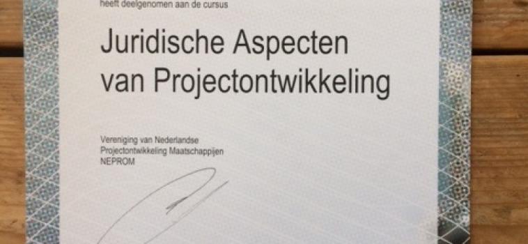 Thomas van Sliedregt haalt certificaat voor juridische aspecten van projectontwikkeling
